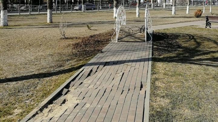 В Самаре по гарантии отремонтируют пешеходную аллею возле Загородного парка