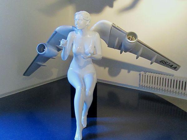 Ангел на выставке