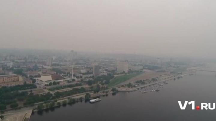 Нависший над Волгоградом едкий смог попал в объектив квадрокоптера