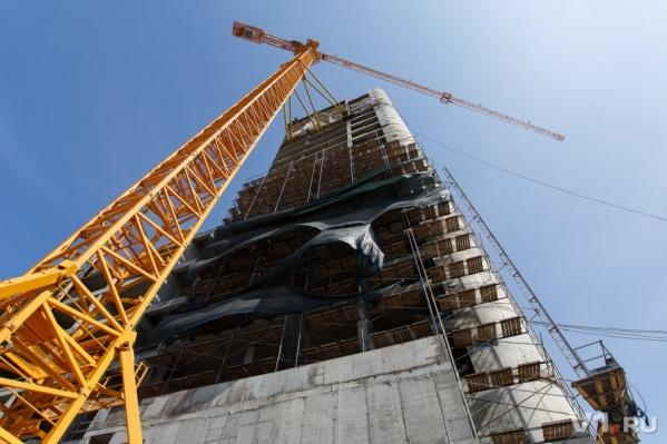 Волгоградец пожаловался на падающий со стройки бетон