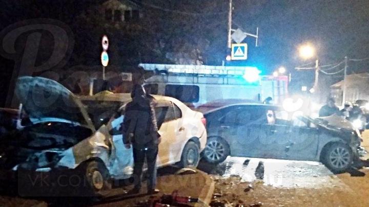 Не уступил дорогу: в Ростове разыскивают водителя, спровоцировавшего массовое ДТП