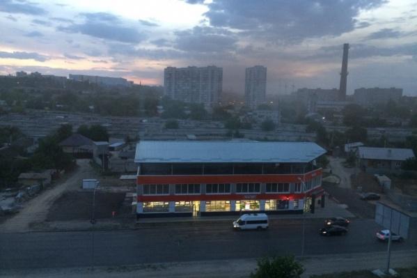 Горожане показали яркие облака, застилающее небо в Краснооктябрьском районе