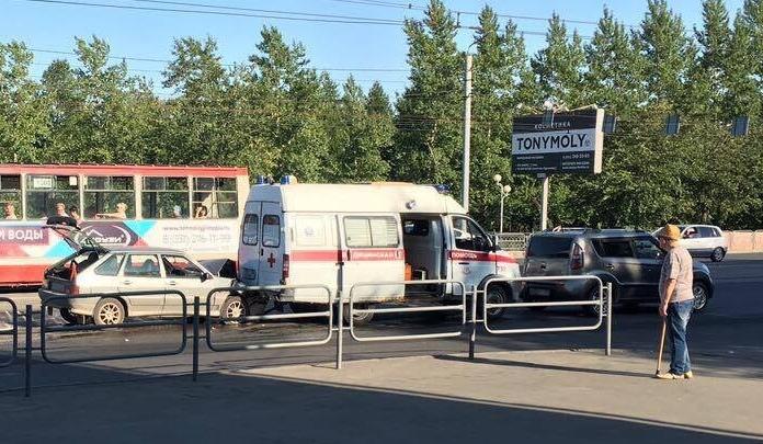 В центре Челябинска произошло тройное ДТП со скорой