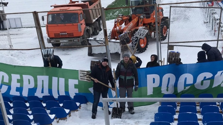 В Самаре болельщиков «Крыльев Советов» позвали убирать снег с «Металлурга»