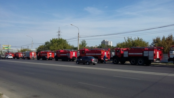 Колонна пожарной техники прошла через Волгоград в сторону Дубовки