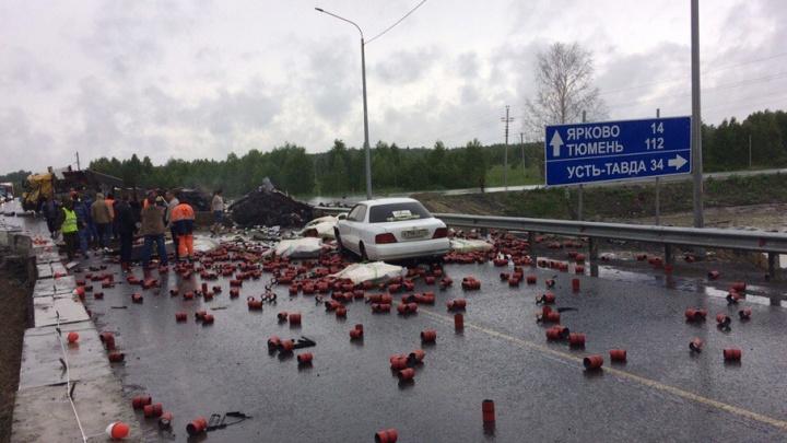 ДТП на федеральной трассе Тюмень – Ханты-Мансийск: из-за столкновения у одной из фур оторвало кабину