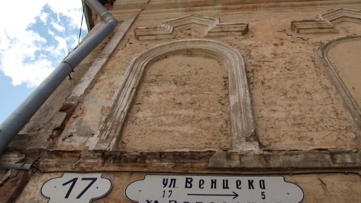 Атланты, vip-сауна и полуразрушенные фасады: чем еще знаменита улица Венцека?