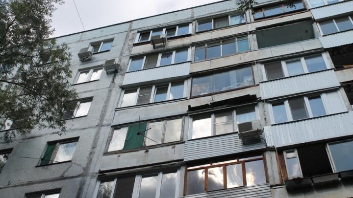 В Самаре на улице Челюскинцев четырехлетняя девочка упала с восьмого этажа и выжила