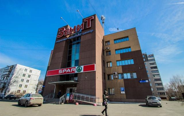 Полиция и МЧС оцепили торговый комплекс на северо-западе Челябинска