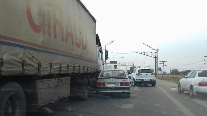 В Городищенском районе автомобили встали в пробке из-за аварии
