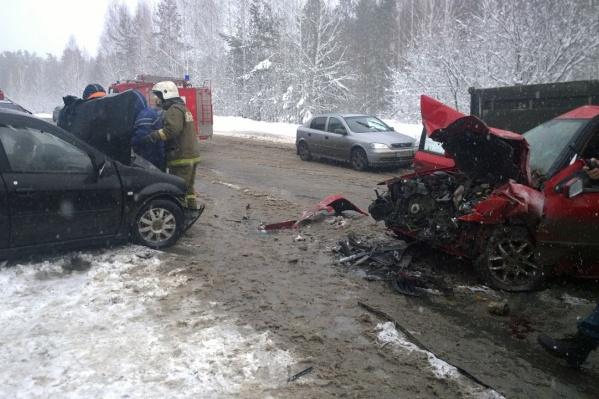 В ДТП пострадали четыре человека.