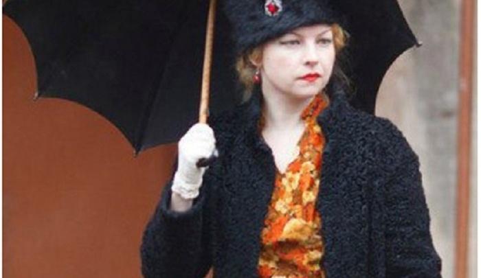 Осенняя романтика: в Ярославле выбирают самую красивую девушку под зонтиком