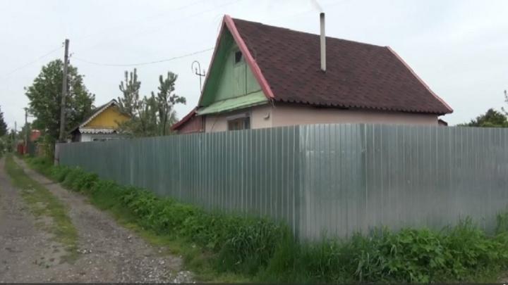 Тюменцы на манипуляторе пытались украсть забор с дачного участка