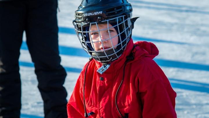 На стадионе «Калибр» залили хоккейный корт