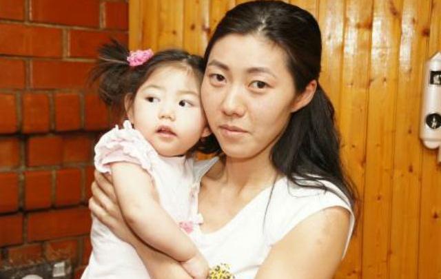 «Она ела из пипетки и жутко кричала»: мама особенного ребенка рассказала о беде, сделавшей семью крепче