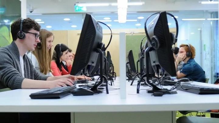 Ростовские одиннадцатиклассники сдают разговорный экзамен по иностранным языкам