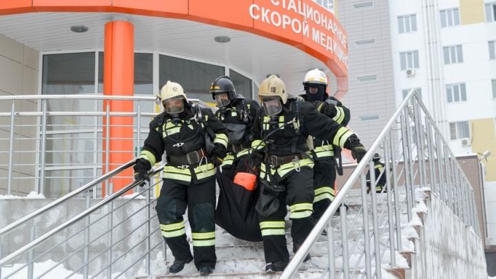 На Больничном комплексе потушили пожар возле нового приемного отделения