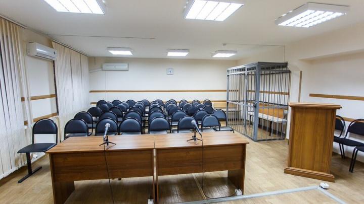Суд заставил чиновников обнести забором руины возле школы под Волгоградом