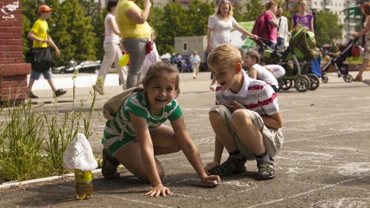 Для иммунитета ребенка полезно «играть в земле и есть с пола»