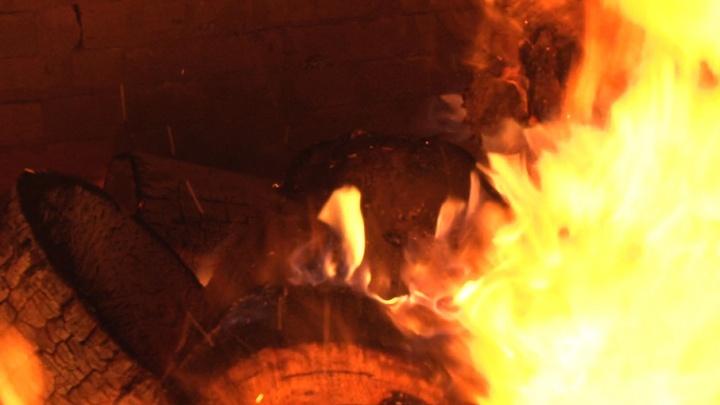 Жители поселка в Пинежском районе сами себя спасли от большого пожара