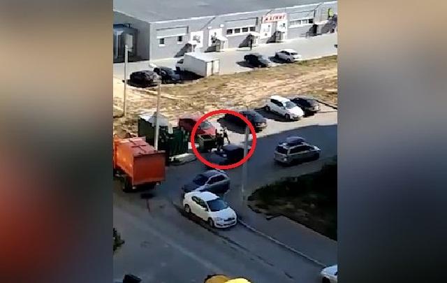 В Волгограде сняли на видео драку пенсионера и мусорщиков