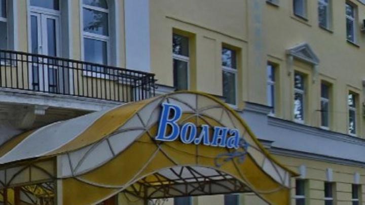 Здание гостиницы на Алексея Толстого лишили статуса памятника