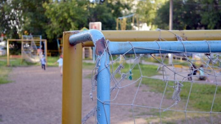 В Пермском крае на 11-летнюю школьницу рухнули футбольные ворота