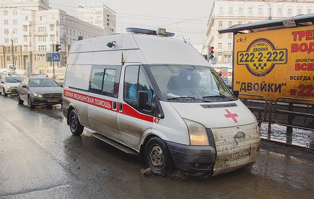В Челябинске автомобильное колесо, оторвавшееся в результате ДТП, ударило пешехода