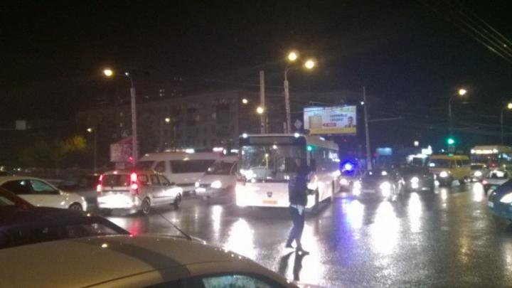 Автобус и маршрутка столкнулись в Центральном районе Волгограда