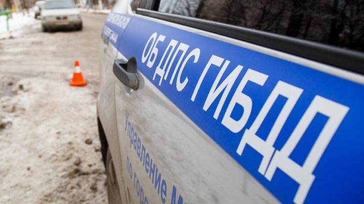 Скользкая дорога и скорость: в Волгоградской области в аварии с КАМАЗом погибла женщина
