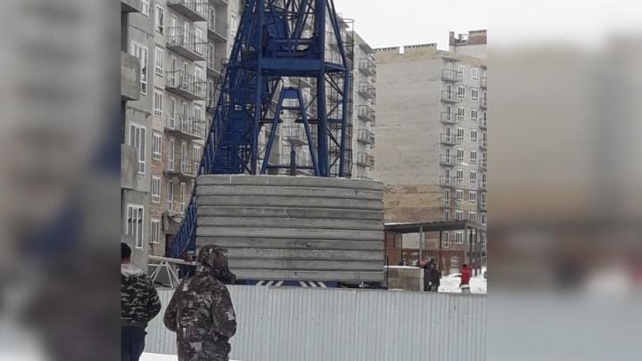 Очевидцы: «На стройке в Южном городе рухнул кран»