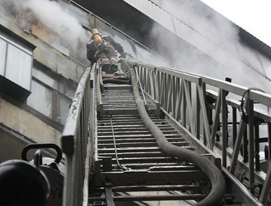 Огонь угрожал газовой трубе: в Челябинске потушили цех на Троицком тракте