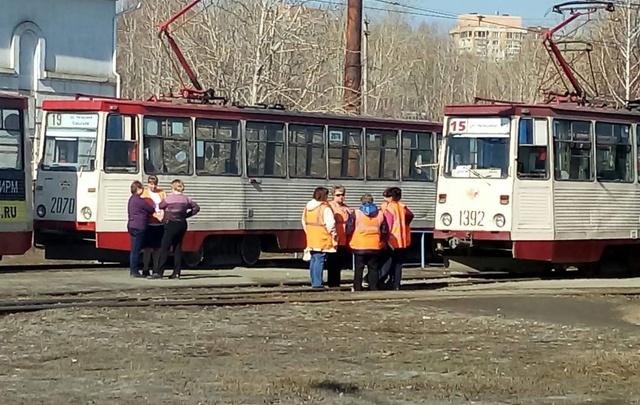 Движение трамваев в Челябинске остановили из-за смерти пассажира
