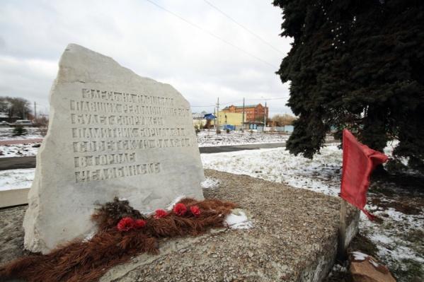 Установить памятник борцам за советскую власть обещали ещё в 80-е годы