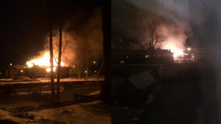 «Дети там собираются»: сгоревшее здание на 25-м лесозаводе собираются снести ради безопасности школьников