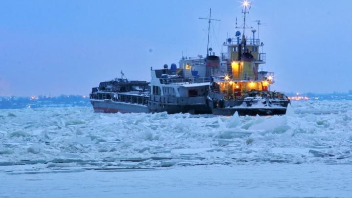 Спасли паром «Окский»: на Волге ото льда освободили последнее судно
