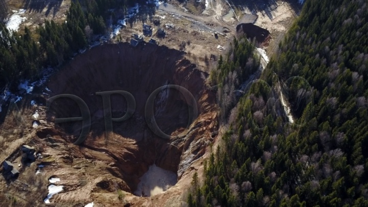 Фото с высоты: в интернете появились кадры нового провала в Соликамске