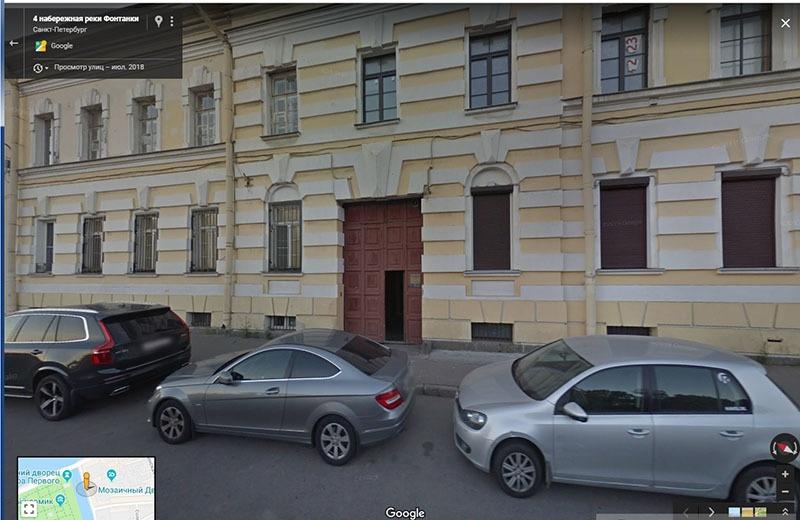 До переезда музыканта запорных механизмов и камер на арке не было//скриншот страницы сервиса Google.Maps