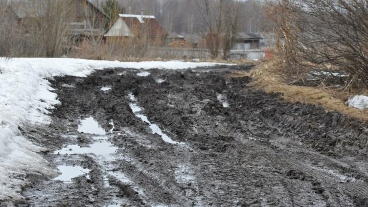 Под Новодвинском отремонтируют дорогу к кладбищу