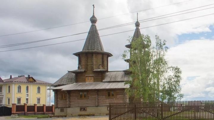 Часовня на барже: ГК «Титан» помогла перевезти храм из Архангельска в Пинегу