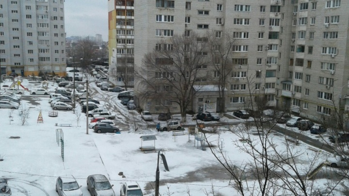 Волгоградские коммунальщики решили спасти дворы от ледяных торосов