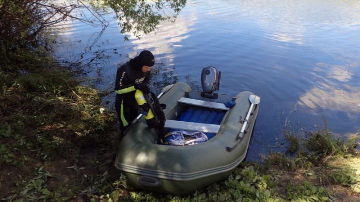 Водолазы поисково-спасательной службы подняли на поверхность утонувшего мужчину