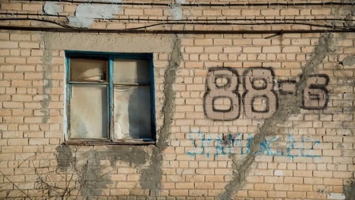 Волгоградские автобусы заставляют рассыпаться дом на улице Качинцев