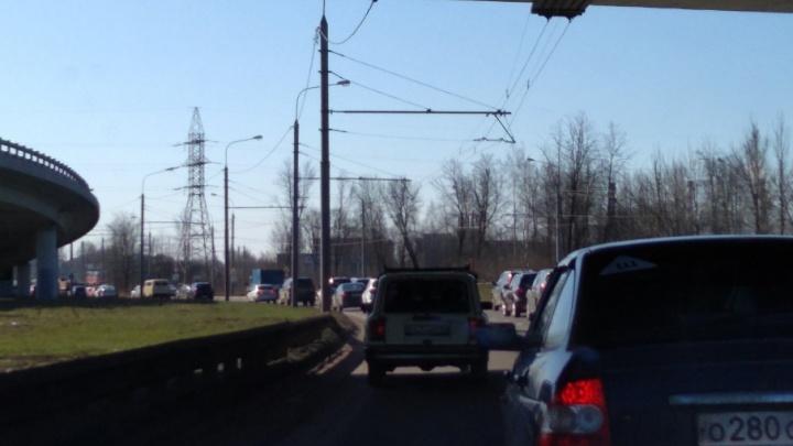 Из-за аварии с грузовиком Брагино встало в огромную пробку