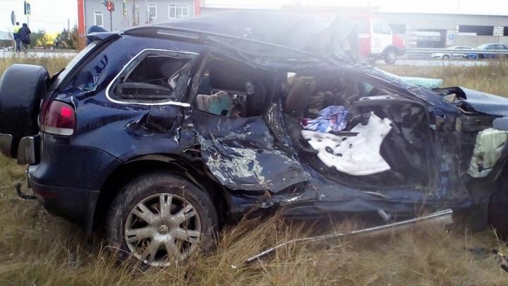 Грузовик и внедорожник сошлись в смертельном ДТП в Челябинской области