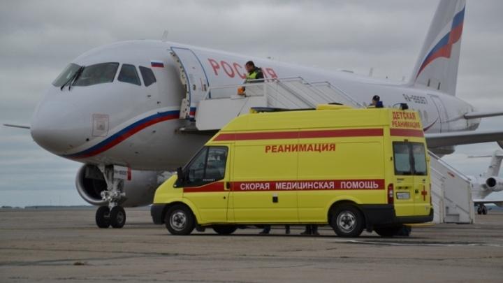 Из Челябинска в Москву спецбортом доставили девочку, потерявшую семью в ДТП