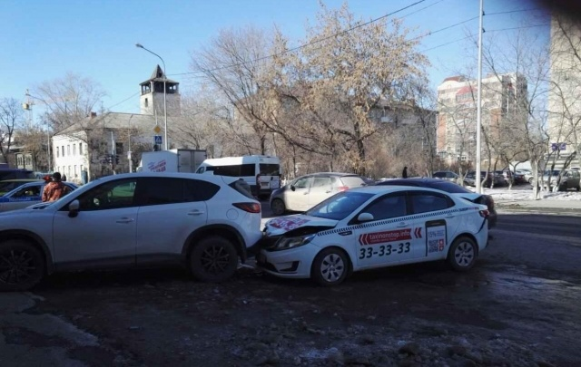 Нетрезвый водитель иномарки проехал по ноге тюменской девушке-подростку