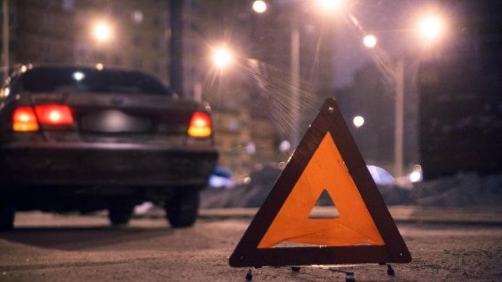 Тюменец на KIA Rio сбил трехлетнего ребенка, который выскочил на дорогу из-за припаркованных машин