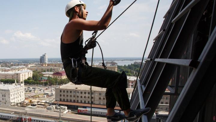 Ветер и высота: промышленный альпинист из Волгограда не катается на каруселях и любит экстрим