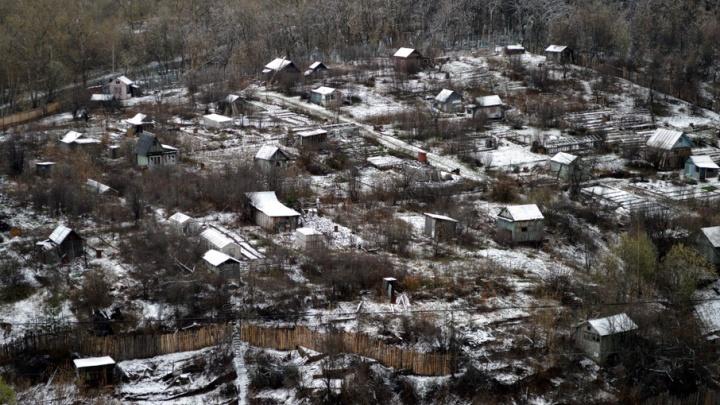 В Прикамье за ночь выпало 35 мм снега: в МЧС просят водителей быть осторожными на дорогах